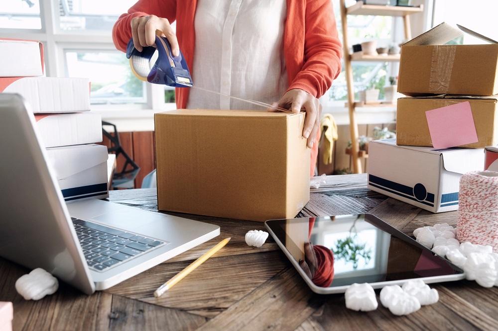 Beitragsbild_Verpackungslizenz-f-r-Onlineh-ndler-Was-bedeutet-das-neue-Verpackungsgesetz-f-r-E-Commerce-Unternehmen